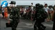 河南警察追击逃跑轿车遭枪击 嫌犯逃往玉米地