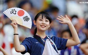 日本女球迷VS韩国女球迷:颜值谁输了?