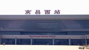 """高校火车站设点迎新被收""""天价"""""""