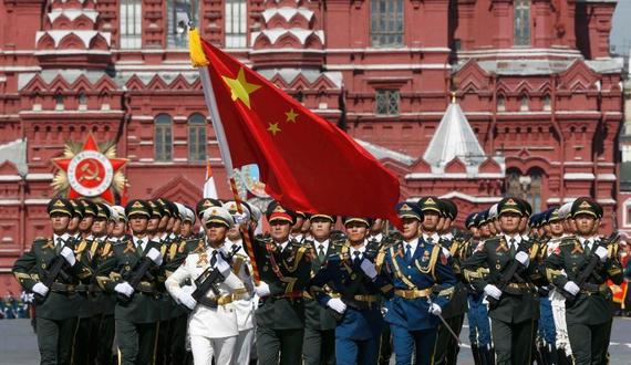 解放军三军仪仗队亮相俄罗斯红场阅兵