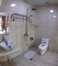 没有穿楼板的排污管(排污总立管除外),卫生间地面的防水处理简单可靠.图片