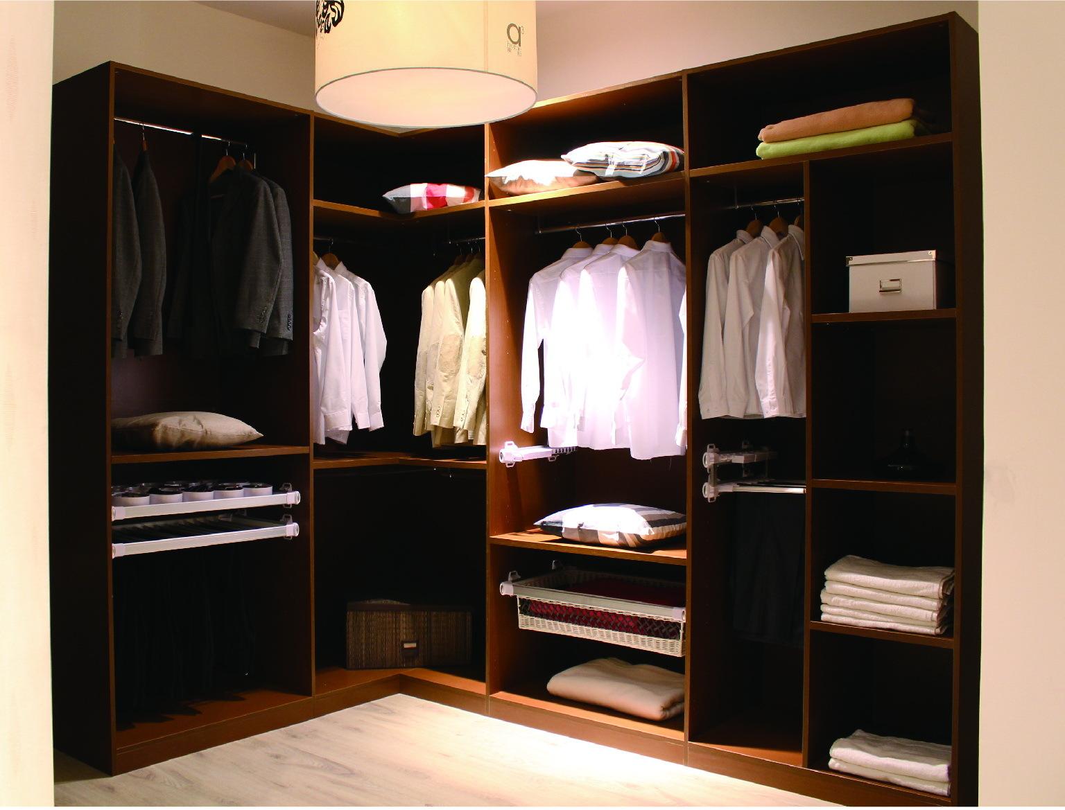 华鹤实木衣柜依托华鹤家具56年专业家具制造经验,拥有国内领先的加工