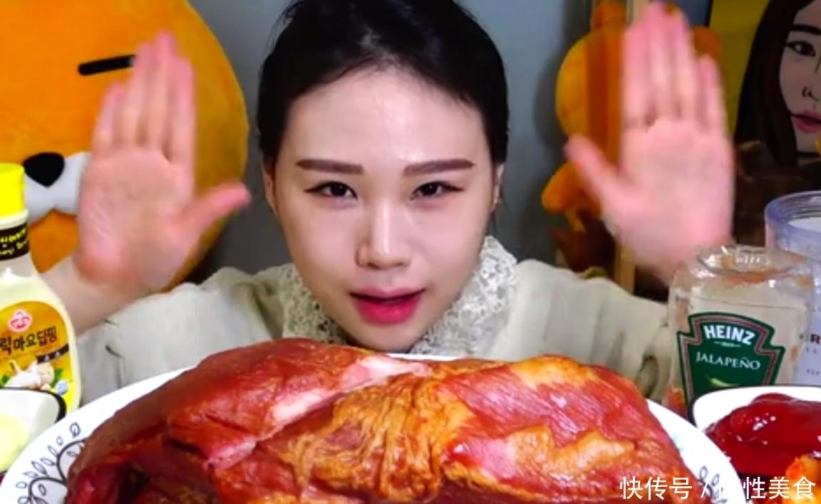 """""""假大胃王""""直播吃30斤""""牛肝"""",切开之后就露馅,网友:太假了"""