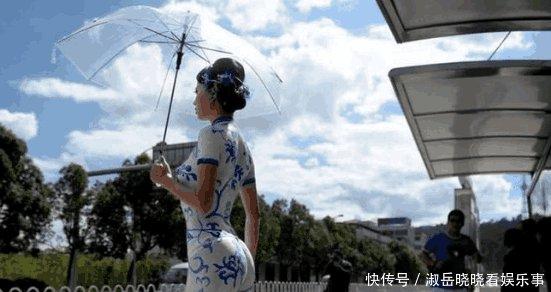 中国美女外国画在身上的旗袍出门,裸身走在大穿着桌面壁纸姑娘图片