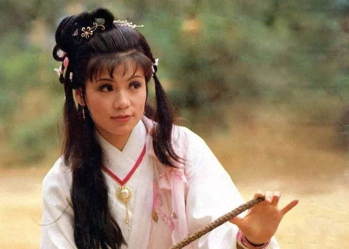 射雕英雄传83黄蓉图片_翁美玲出演了1983版《射雕英雄传》中的黄蓉,对于这一版黄蓉似乎有