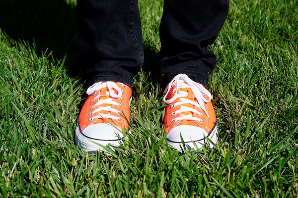 hober's bright orange shoes
