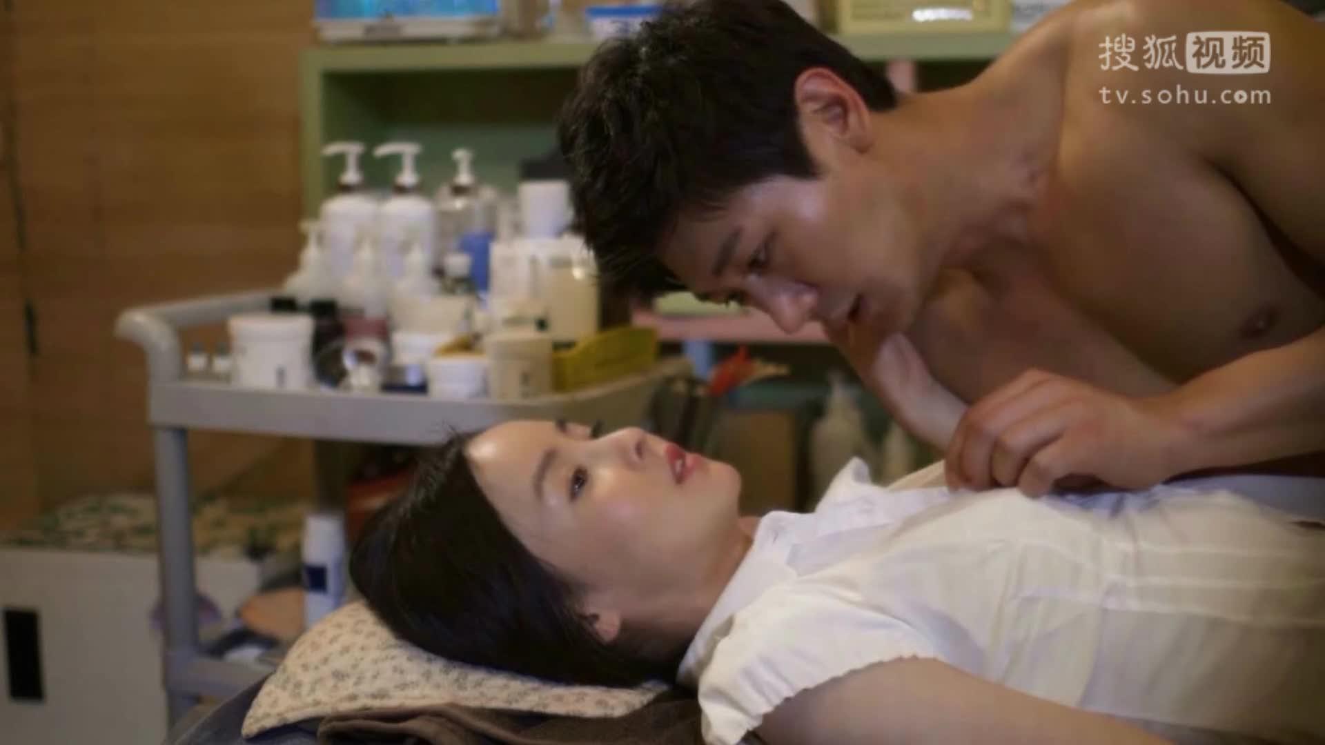 韩国19禁电影正片《食物链》激情吻戏床戏
