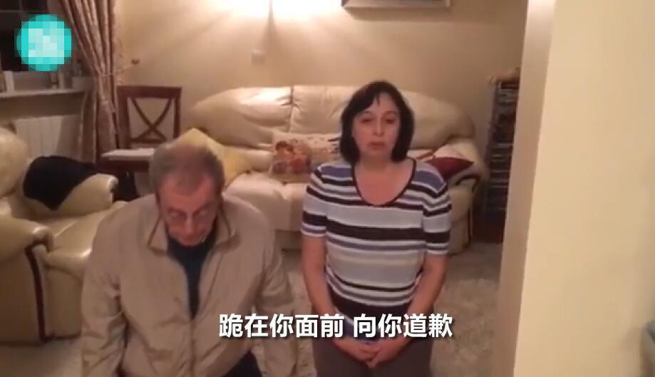 15岁男孩逼父母下跪 向自己低头认错!(组图)