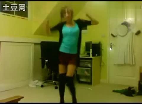 日本超红!英国14岁甜美可爱美少女舞蹈自拍