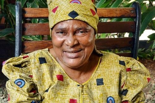 坦桑尼亚女子扮男装下矿寻宝10年 改变人生 -  - 真光 的博客