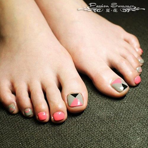夏季最新脚指美甲图片02可爱小脚丫如此闪耀-i悦读