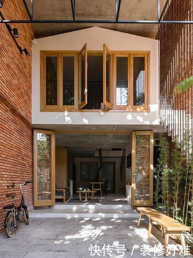 单亲妈妈把独栋小楼分层设计楼中楼,一套自住一套出租,院子公用