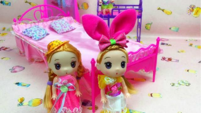 芭比娃娃买新家具公主床