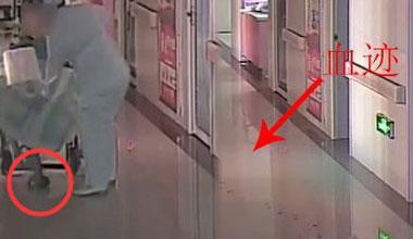 监拍新生儿被倒悬拖行十几米 地上留下血迹