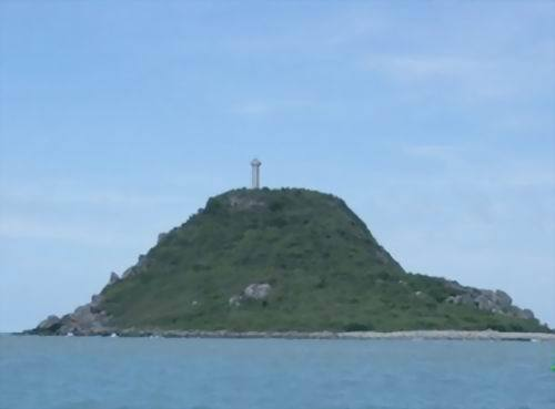 西鼓岛,三亚市西南海上的方外之岛,距三亚50海里,岛上有灯塔(至今