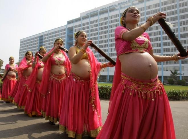 实拍 南美孕妇们的肚皮舞,别有味道!(2)