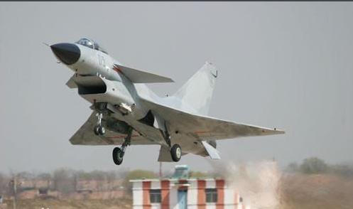 飞机中的战斗机:歼击机与强击机