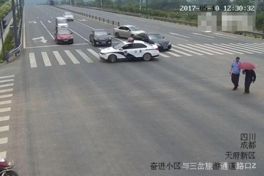 【转】北京时间      看见老人过马路 他用警车挡道 - 妙康居士 - 妙康居士~晴樵雪读的博客