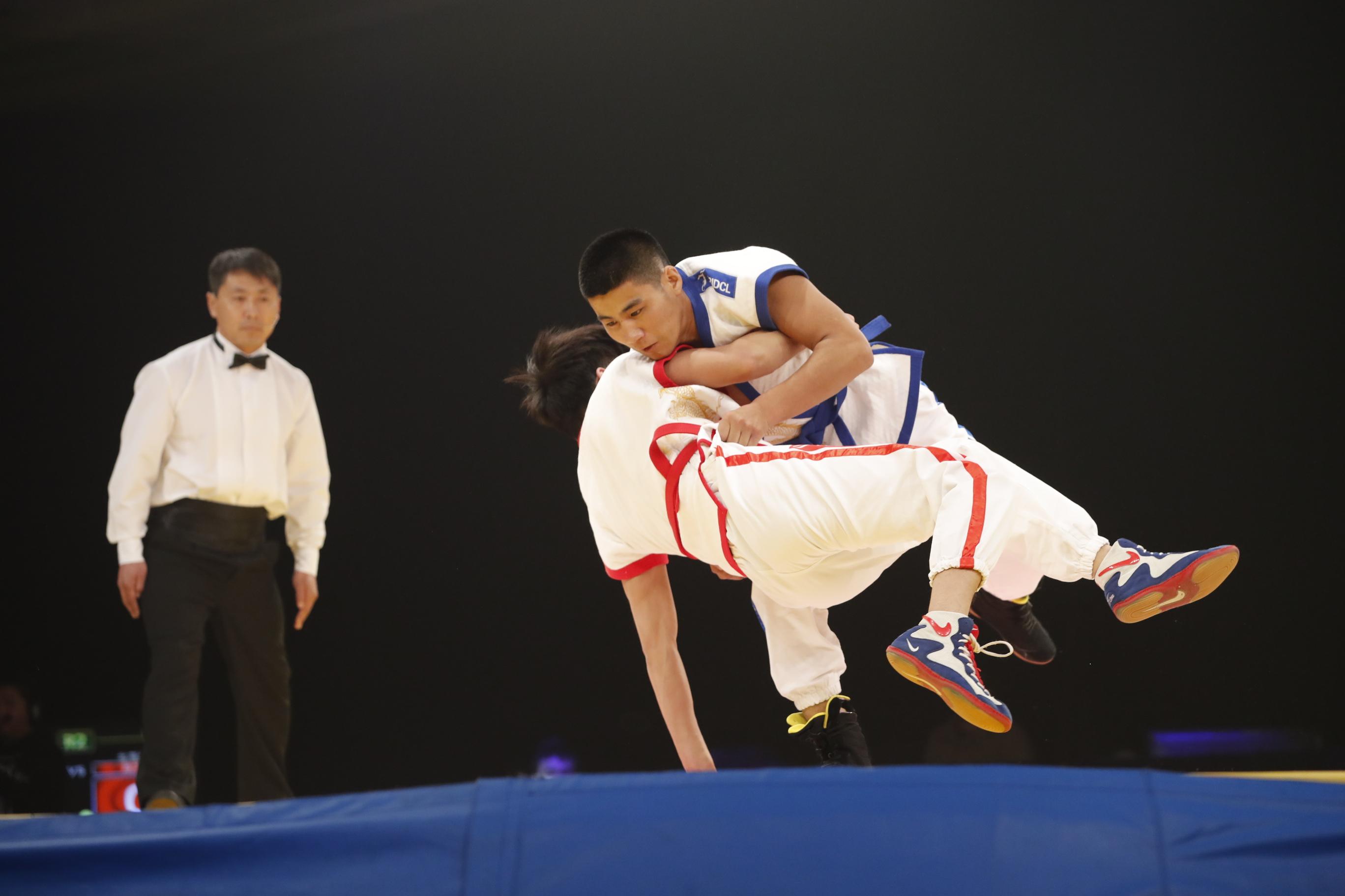 《跤坛英雄榜》第二轮第一场男子64kg比赛