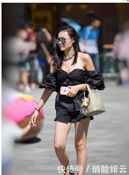 路人街拍,迷人性感的美女,突显出一双无与伦比的腿