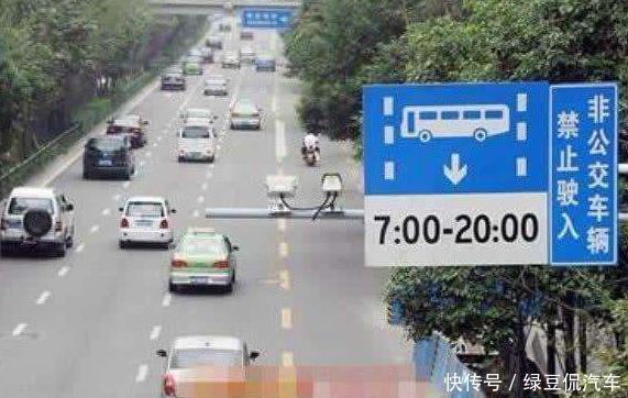 开车的时候,头顶的摄像头,为什么会一闪一闪的?看完明白了道理