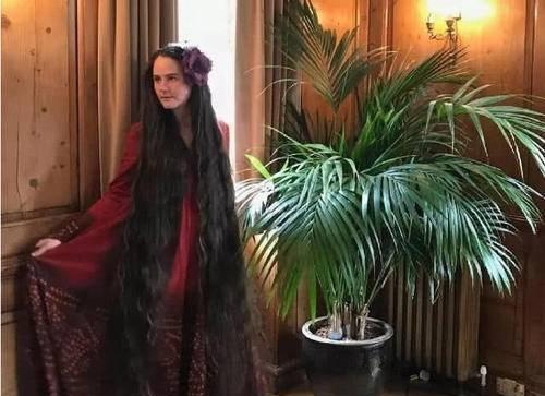 英国现实版长发公主,19年不洗头,一头秀发能当衣服穿