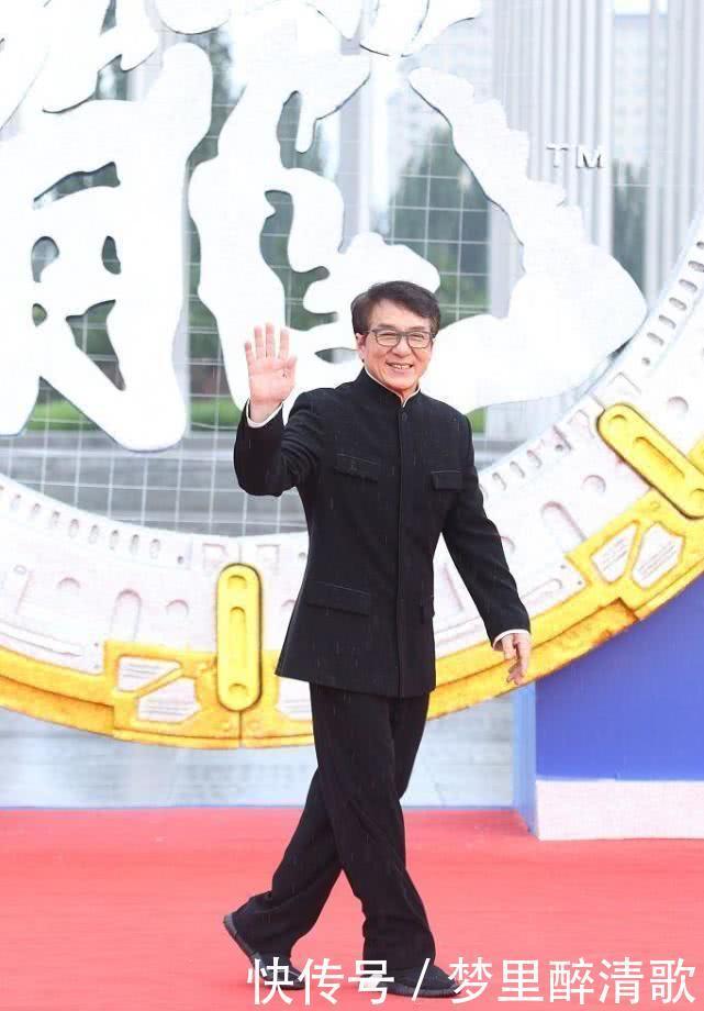 成龙电影周闭幕式刘亦菲帅气飞吻,佟丽娅景甜红毯争艳