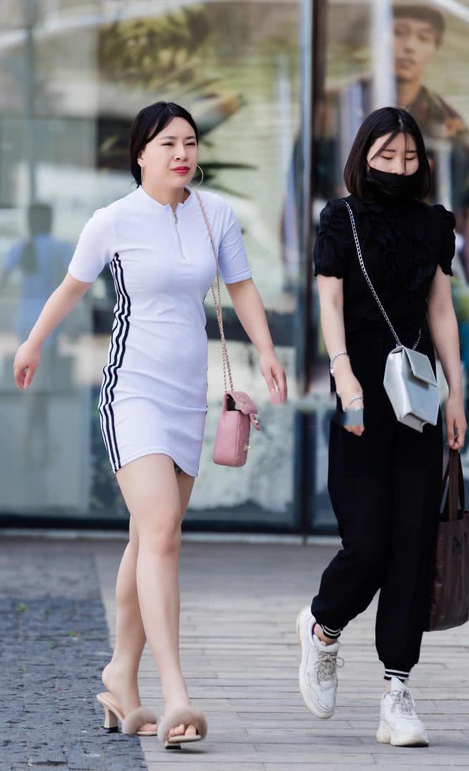 紧身小姐姐房间包臀裙尽显丰腴的情趣,身材的增加装饰气质白色图片