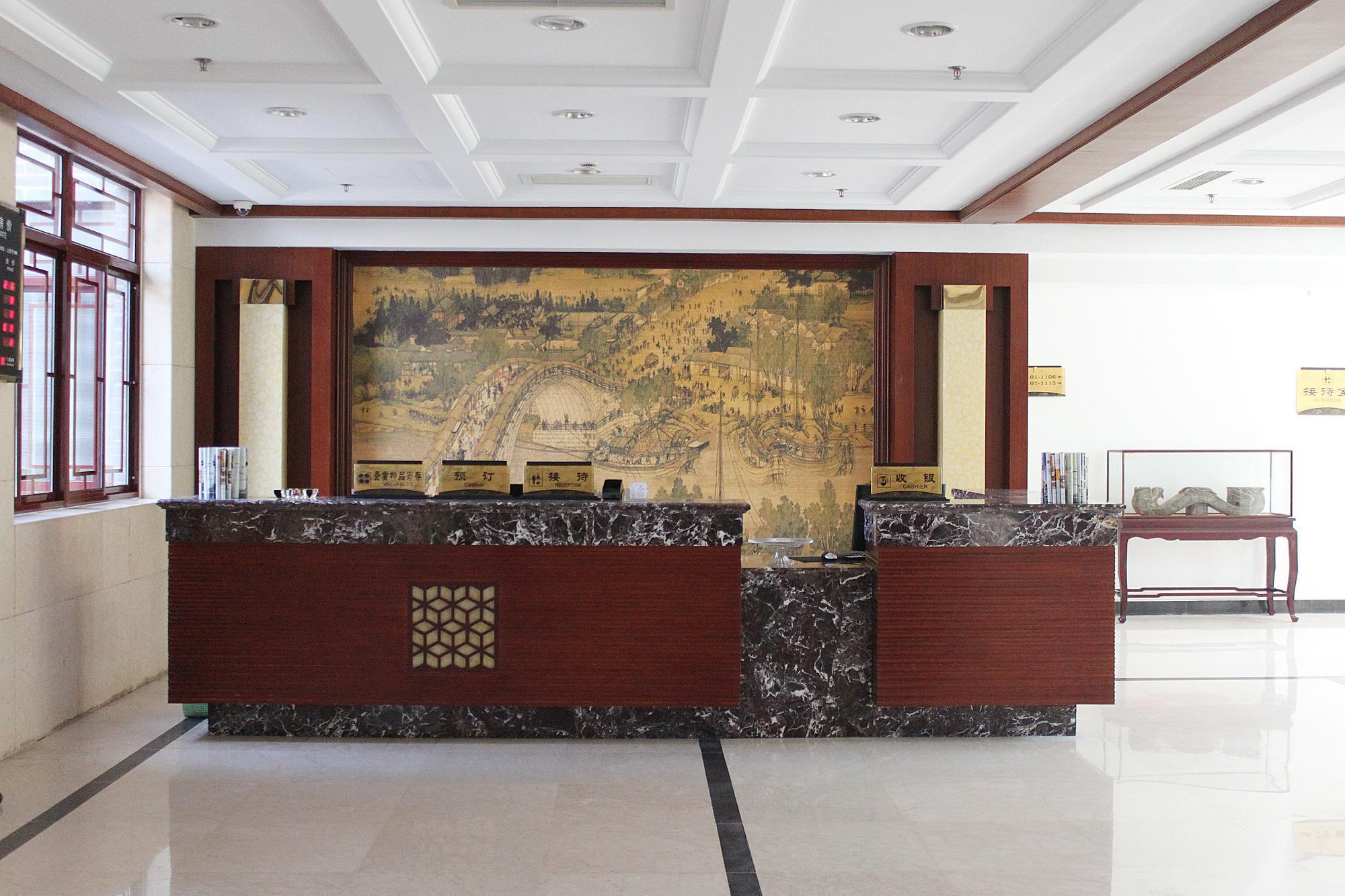 酒店位于微山湖南阳岛,地理位置优越,交通便利.