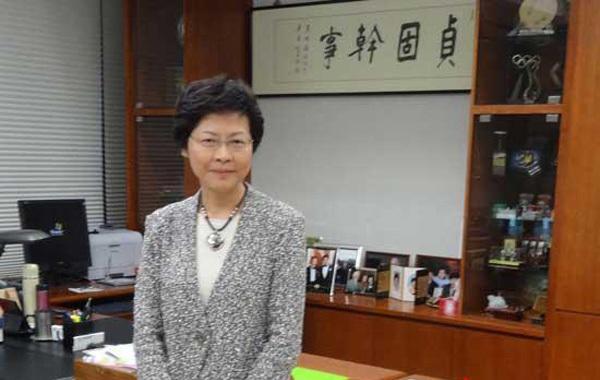 香港迎来首位女特首:林郑月娥在选举中胜出
