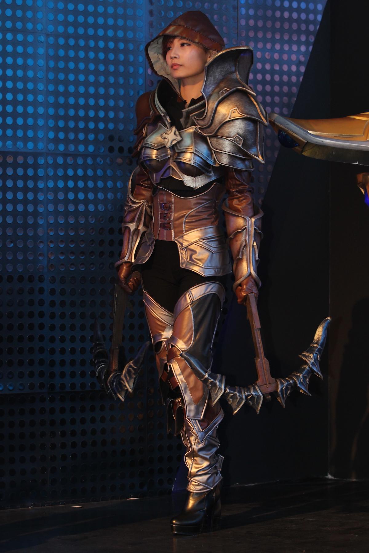 另一位新人药炜带来了星际争霸传奇英雄塔萨达