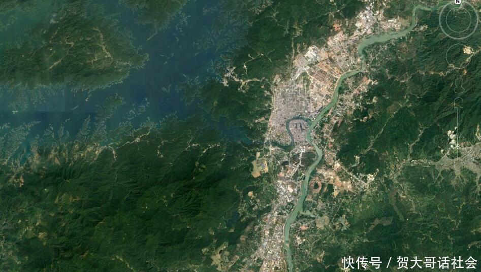 卫星上看广东河源:仅一个市辖区,市区位于广东最大水库附近