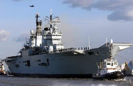 """英国""""皇家方舟""""号航空母舰"""