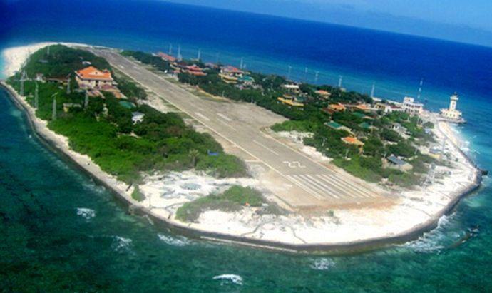 越南侵占中国南海岛礁建跑道 中方:立即停止