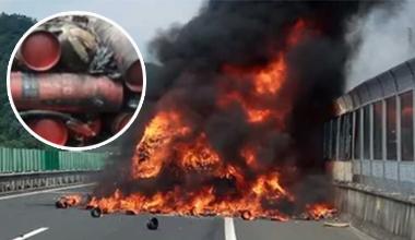 货车满载灭火器被烧 司机苦于没有灭火器干着急