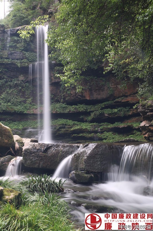 壁纸 风景 旅游 瀑布 山水 桌面 533_800 竖版 竖屏 手机