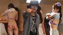 AKB48互相吹气喂对方吃虫