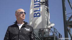 贝索斯即将飞往太空 网友请愿:带上马斯克别回来了
