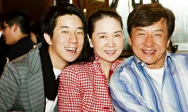 成龙64岁妻子林凤娇近照,气质依然不减从前,最后一张超有爱?