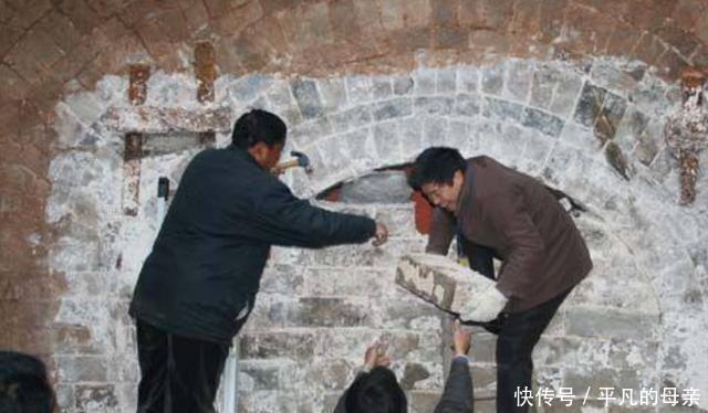湖北�祥重大�l�F,�r民一�z�^挖到千年古墓,出土�杉���^�文物