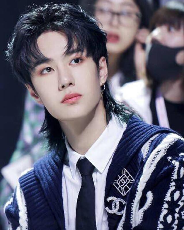 华晨宇的新发型很酷,创造101导师王一博也留过同款,看看谁最酷