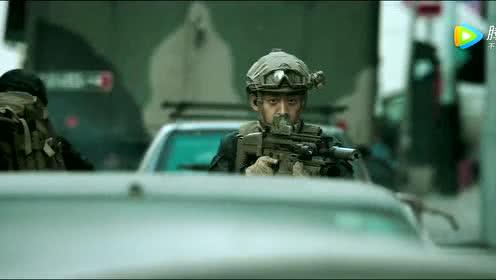 《红海行动》狙击手精准射击 杜江车内惊险拆弹