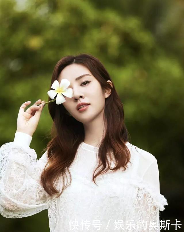王晓晨恋情疑曝光,31岁的她曾哭诉自己为啥没同学江疏影郑恺火