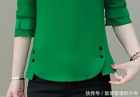 入秋后不穿裙子的妈妈有福了,新款秋衫+黑裤子,洋气减龄还不贵