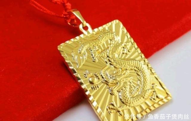 女生戴样的金饰品有牌面有男人?气场看了学校女生便秘图片