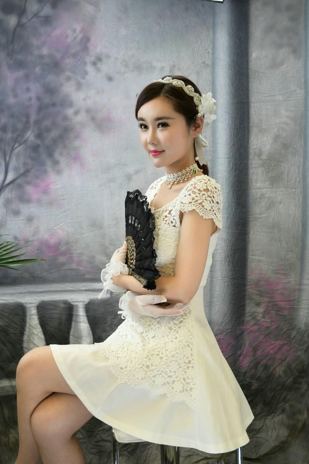 衣着漂亮裙子手拿扇子的靓丽美女一枚! - 蔷薇花 - 蔷薇花