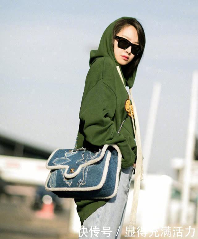 宋茜时尚街拍,绿色卫衣+牛仔裤时尚又帅气,网友:气场真强大!