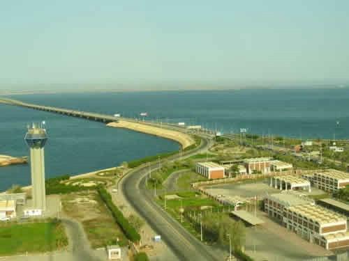 大桥位于波斯湾,曾经是世界上最长的海面高架跨海大桥.