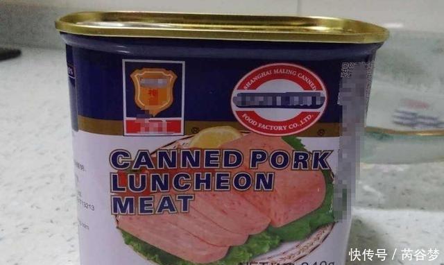 见过用勺子挖着吃的午餐肉吗?原来是这样做成罐头的!