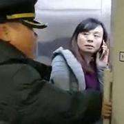 高铁堵门女教师诚恳道歉,你接受吗?